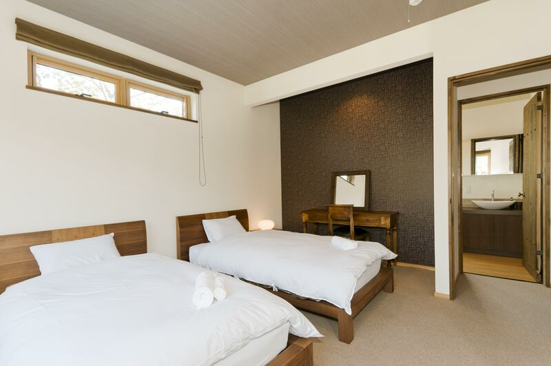 Hana & Jo - Bedroom