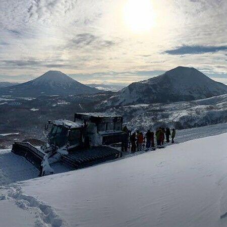 Weiss 壓雪車一日鬆雪滑雪團