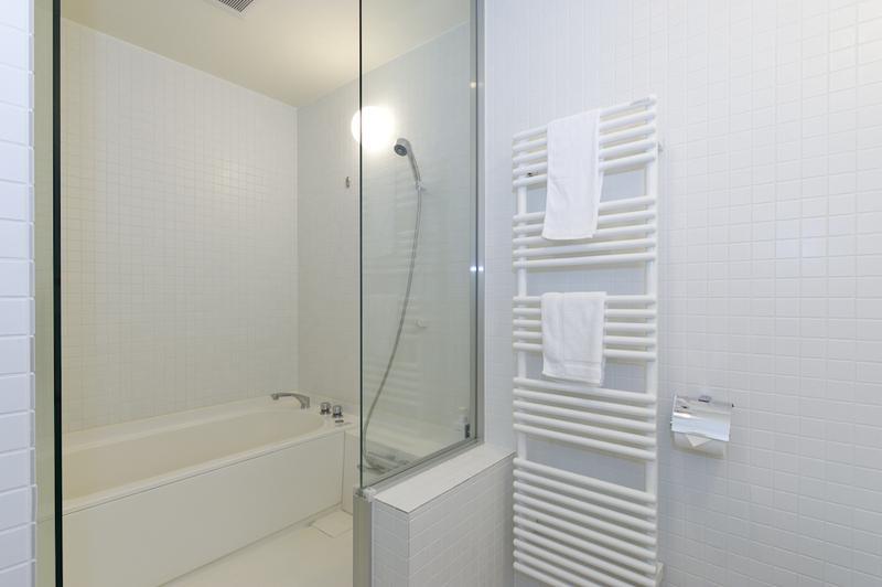 Landmark View 3 BDR Dexlue Apartment - Bathroom