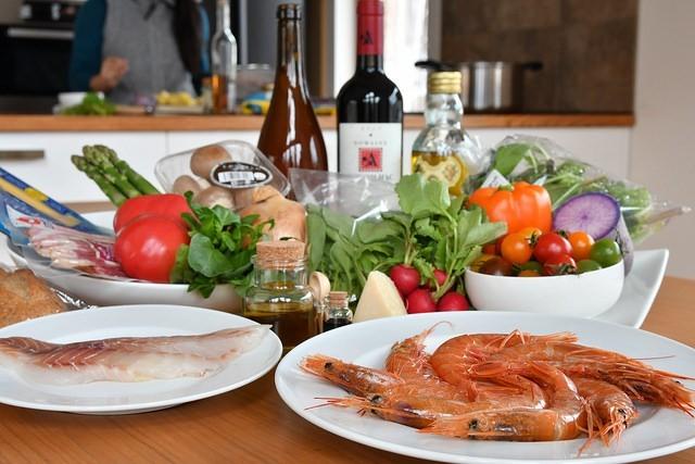 新鮮な魚介類と野菜