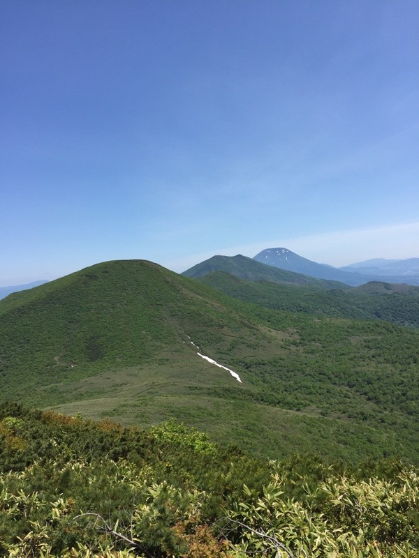 シャクナゲ岳山頂から見るチセヌプリ、アンヌプリ、羊蹄山