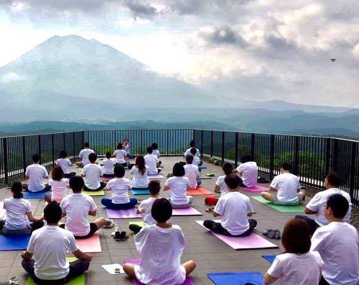 SO Camp in niseko 2017-yoga-Mt Yotei