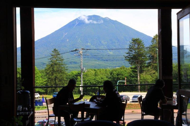 JoJo's Cafeから見える羊蹄山