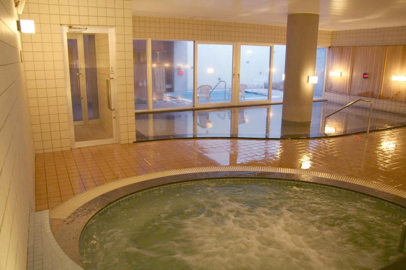 ニセコ綺羅の湯の内風呂とジャグジー