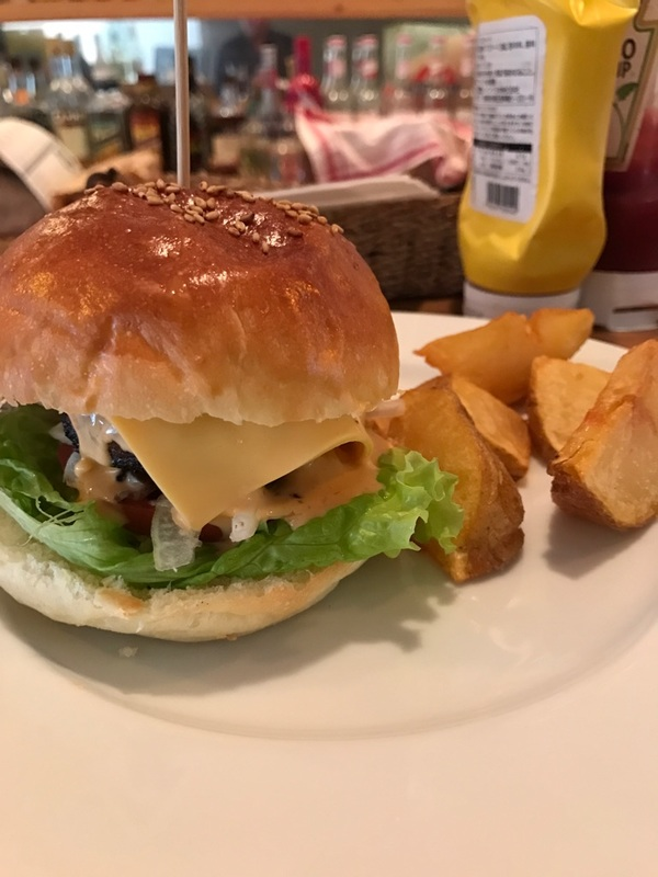 kinoa cafeの絶品ハンバーガー