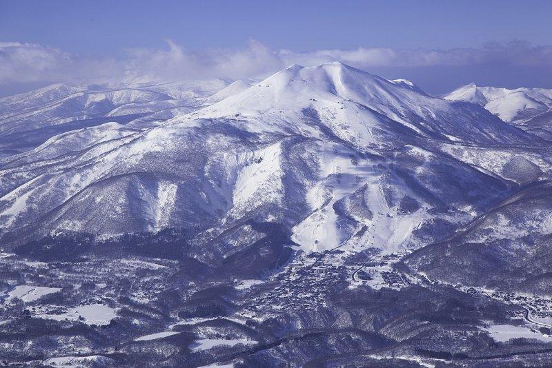 雪の積もったアンヌプリ