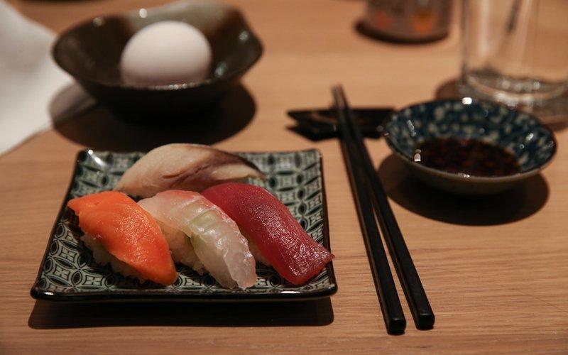 在新雪谷品嚐美味壽司