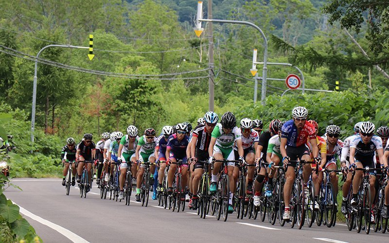 hanazono hill climb cyclists