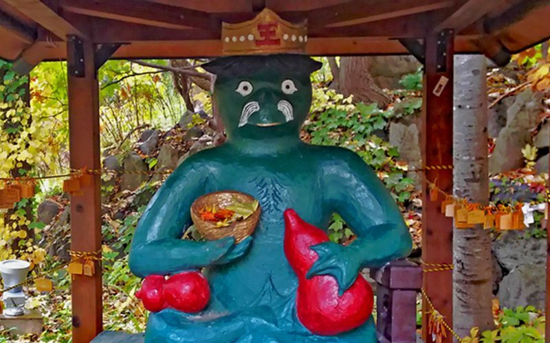 Kappa is used as the mascot of Jozankei and there are many Kappa statues found throughout the village. The picture above is Kappa Daio, which means King of Kappa in Japanese.
