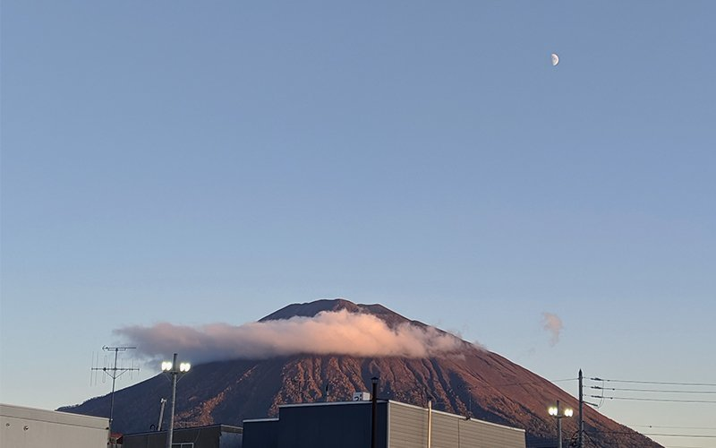 A shot of Mt Yotei taken from Kutchan yesterday on a crisp, cool evening.
