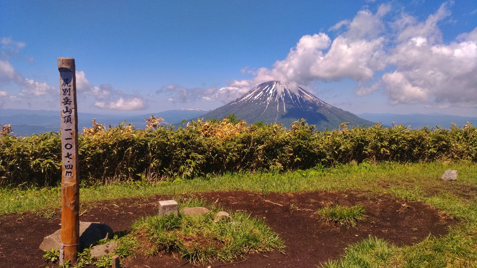 hiking in niseko tours guides