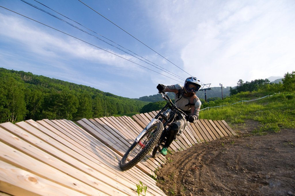 niseko mountain biking advanced group lesson