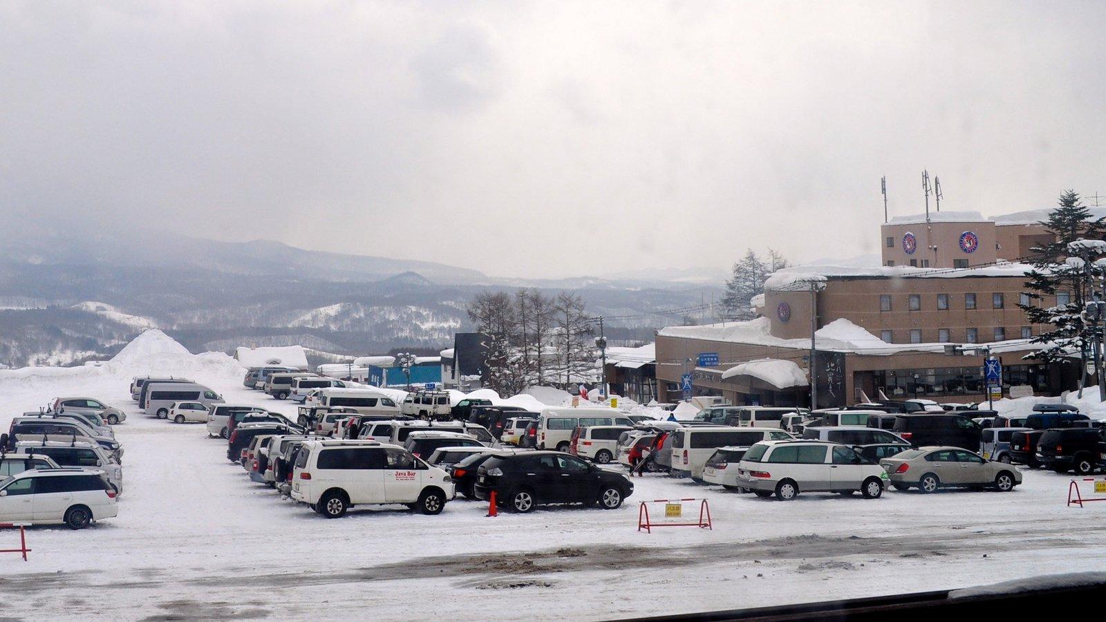 niseko parking in hirafu