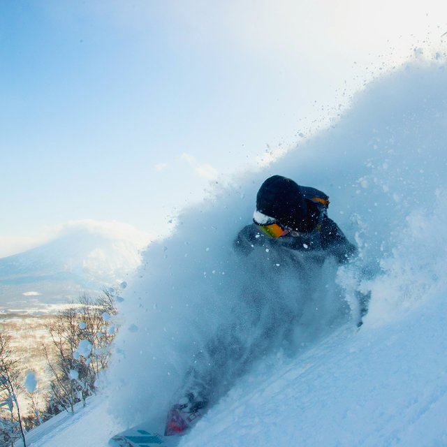 Powder spray with mount yotei box
