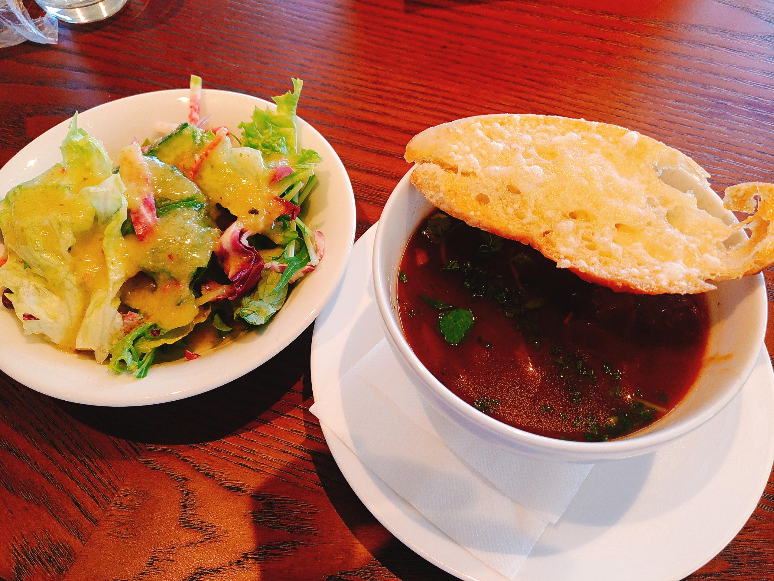 COENAランチセットのサラダとスープ