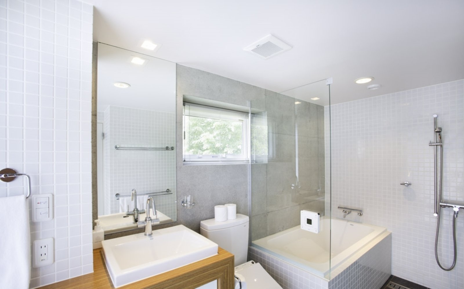 Kon m 3bdr house bathroom large
