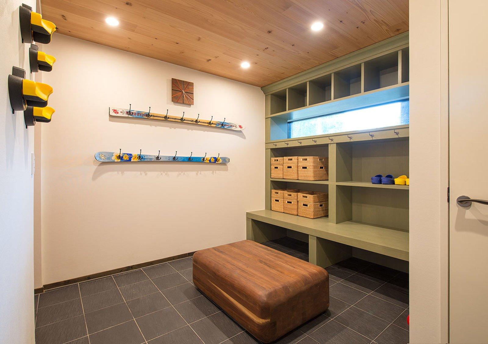 Gustav hideaway ski locker room large