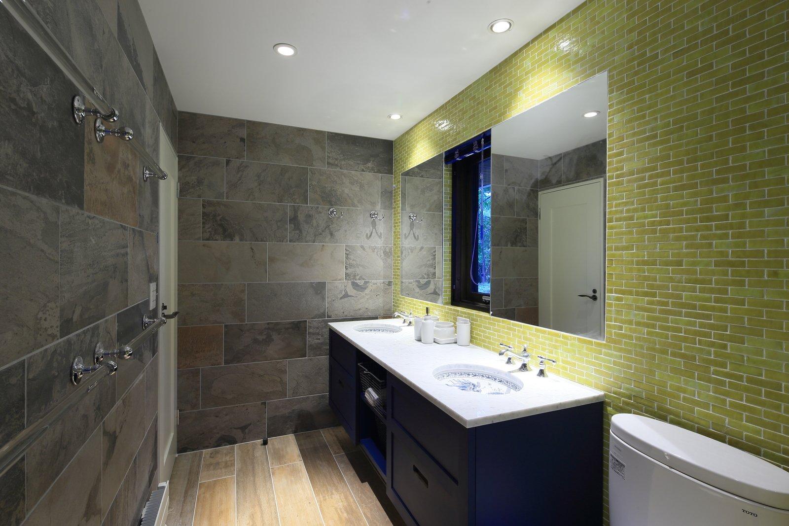 Gustav hideaway bathroom 5 large