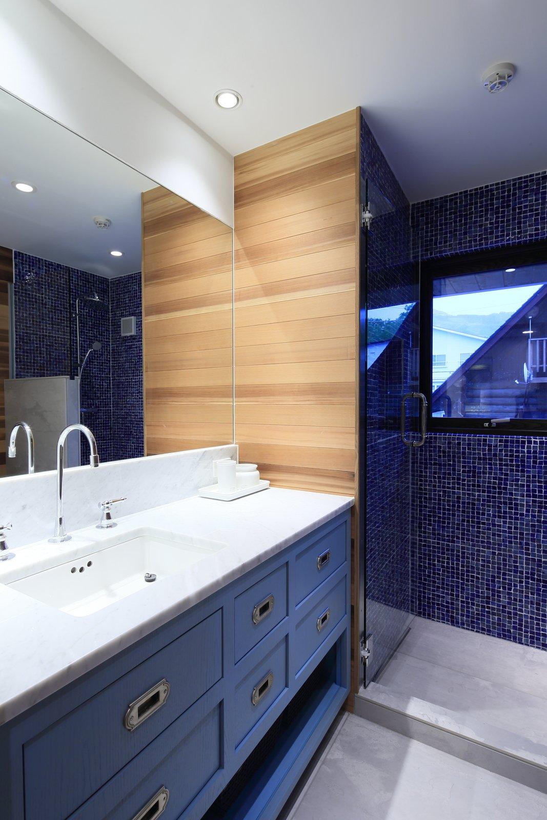 Gustav hideaway bathroom 3 large