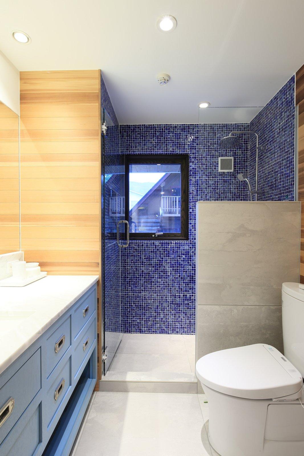 Gustav hideaway bathroom 1 large