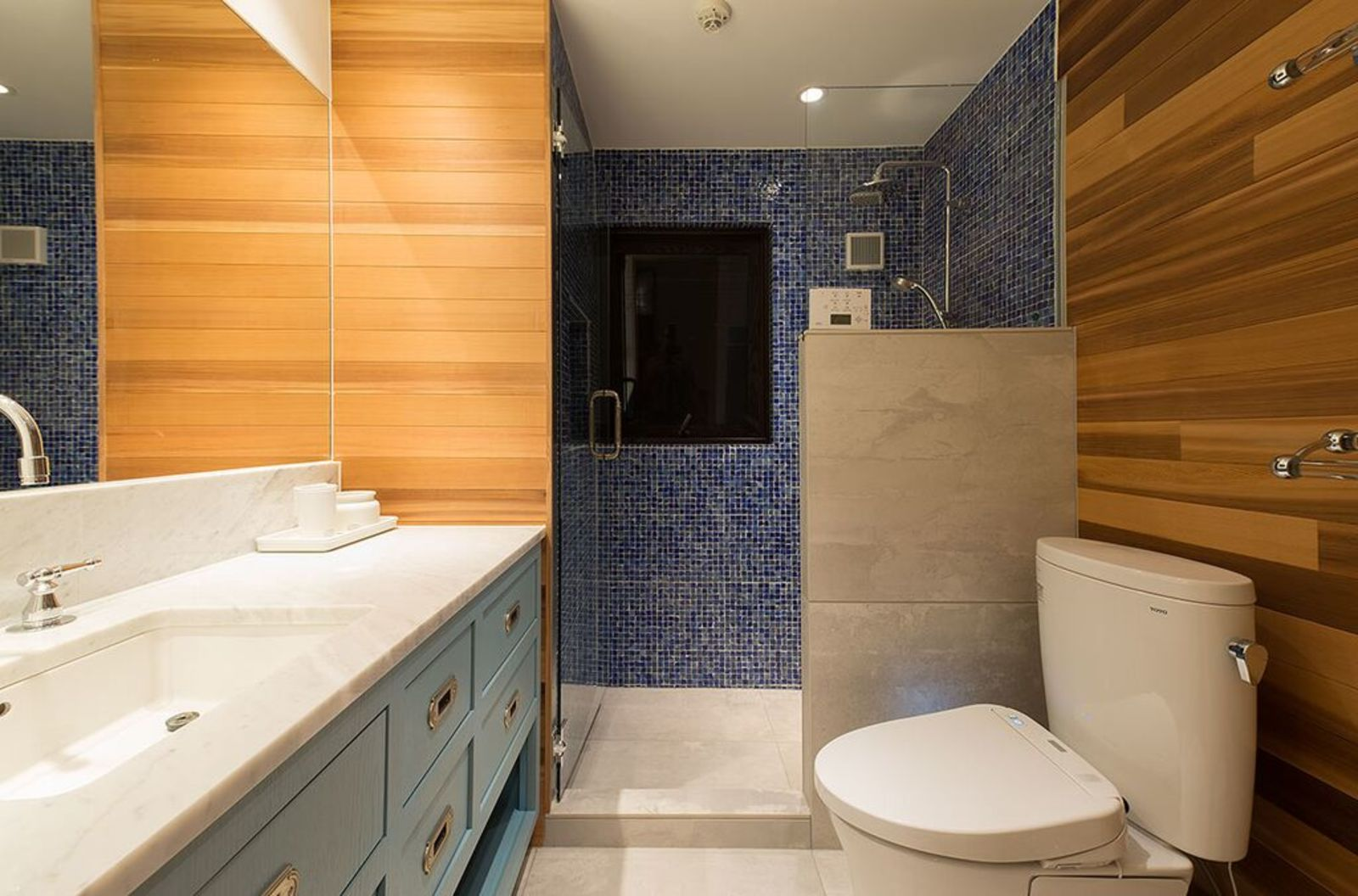 Gustav hideaway bathroom large