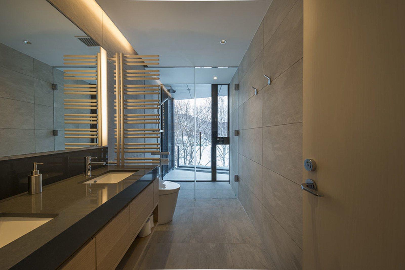 Penthouse bathroom large