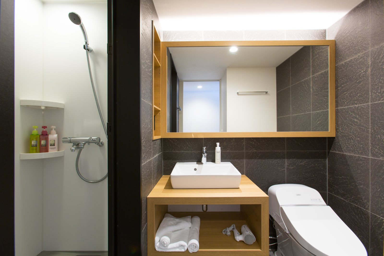 Hirafu yuuki and yotei fuu bathroom large