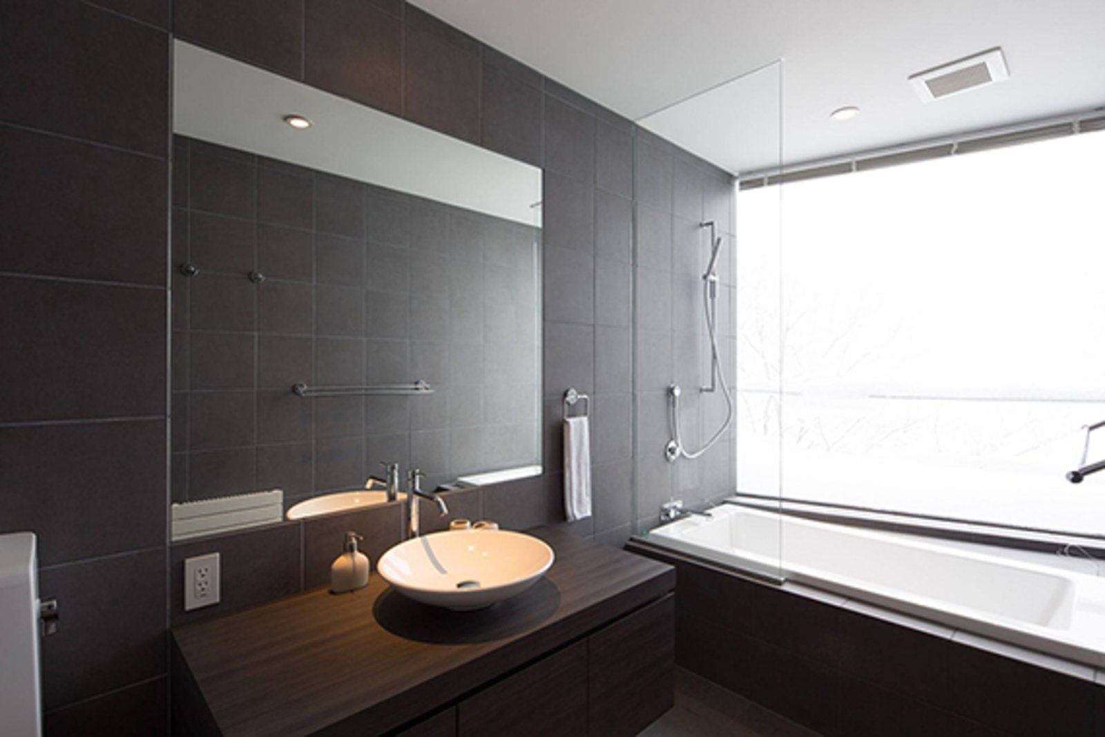 Kawasemi residence bathroom large