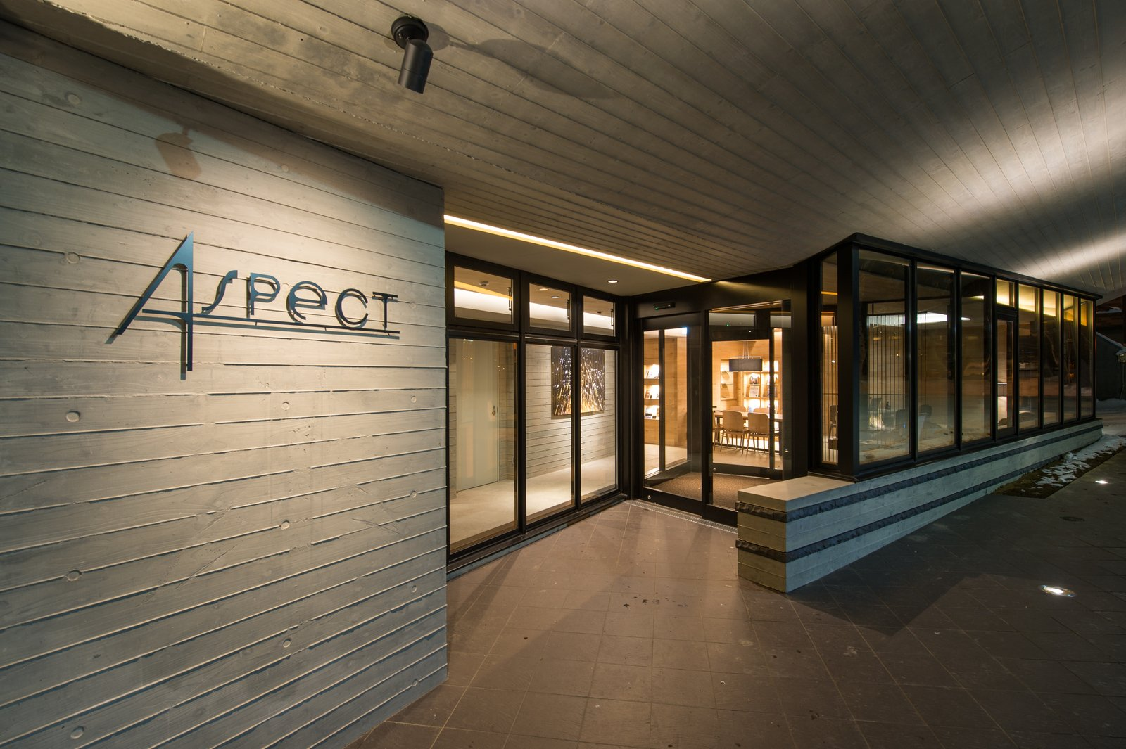 Aspect entrance large
