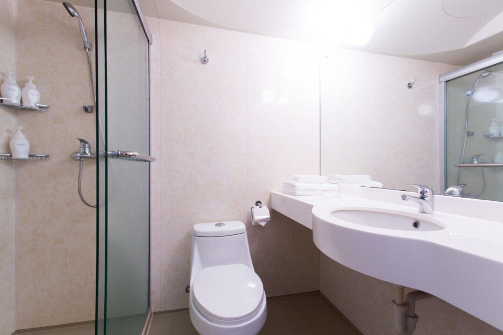 M hotel standard room bathroom large