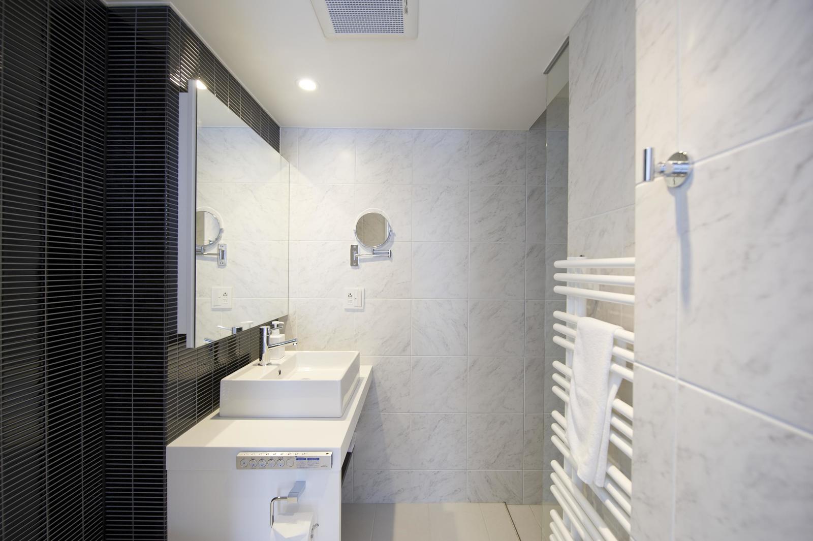 Kizuna 2 bedroom deluxe apartment bathroom large