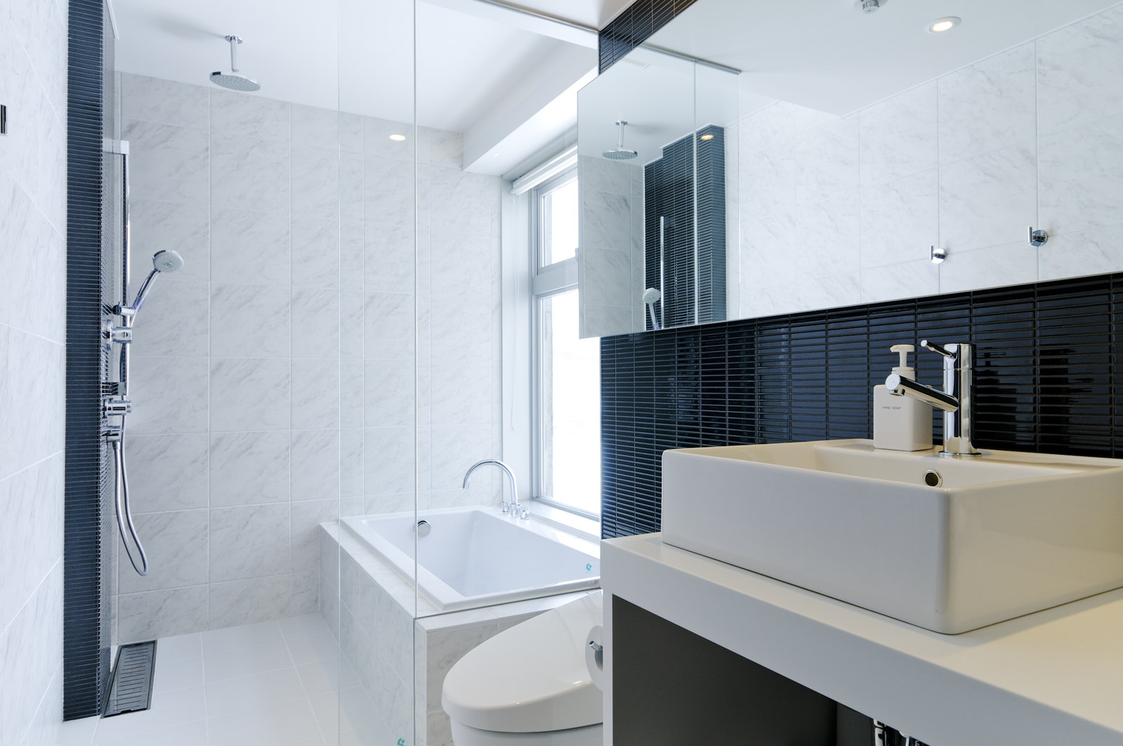The fully fitted bathroom in a 2 bedroom Premium apartment in Kizuna, Niseko.