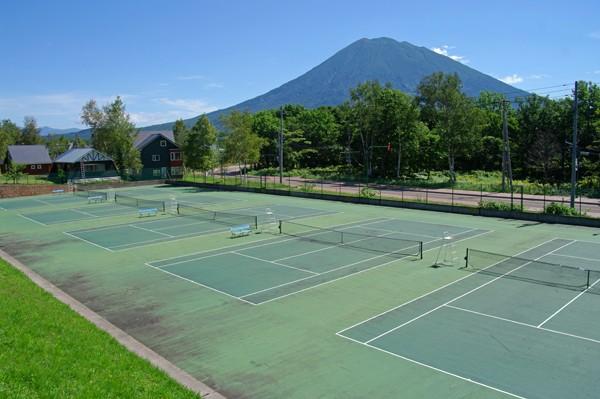 泉郷のテニスコート