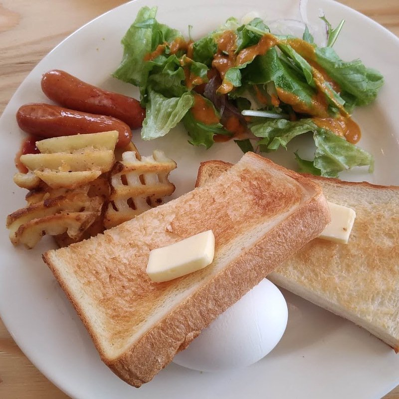 Makkari Base [真狩BASE] Cafe: Enjoy Nagoya breakfast in Niseko
