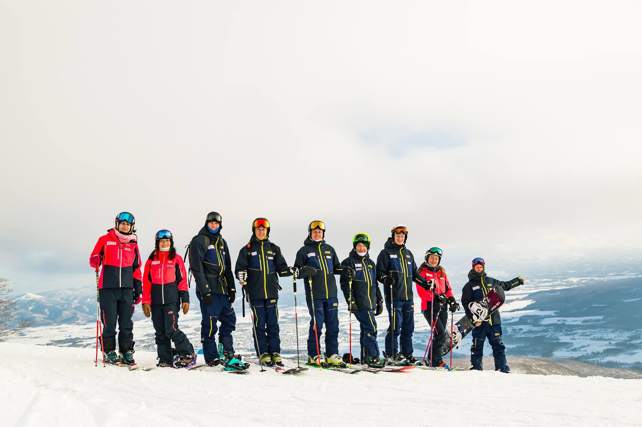 This image has an empty alt attribute; its file name is hokkaido-ski-club.jpg