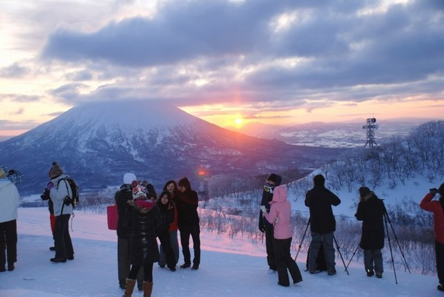 Niseko village sunrise gondola medium