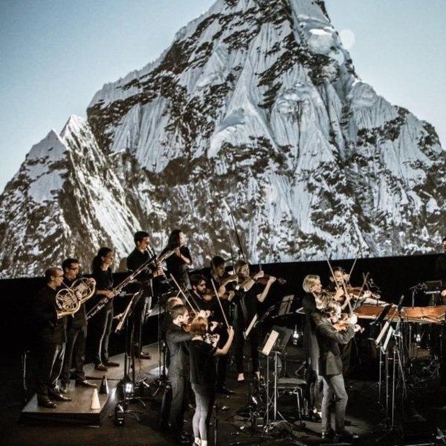Mountain performance square medium