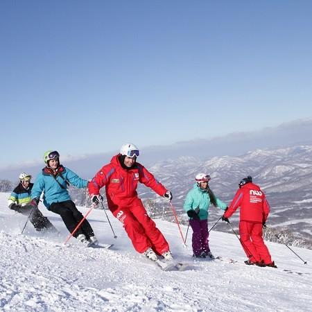 Choosing a ski school in niseko